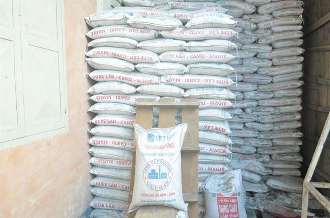 Phân trung lượng bón rễ Viet Han nguyên liệu ghi Lân Supe = 16% song trong thành phần lại không có lân.